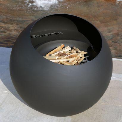Bubble è un braciere design con funzionamento a legna